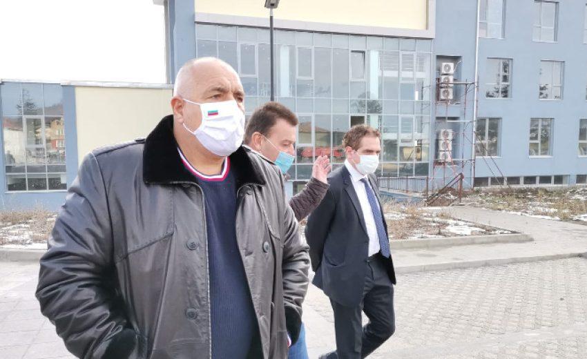 Борисов: Отваряме и залите за извънкласни дейности