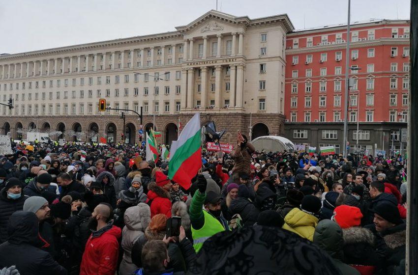 (СНИМКИ) Протестът на ресторантьорите в триъгълника на властта