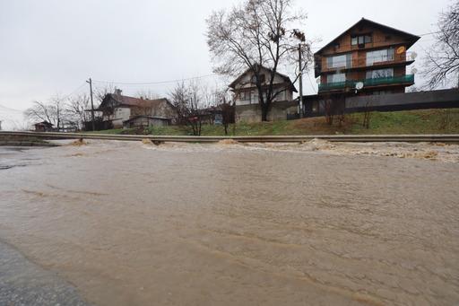 Река Ерма излезе от коритото си, Трън обяви бедствено положение