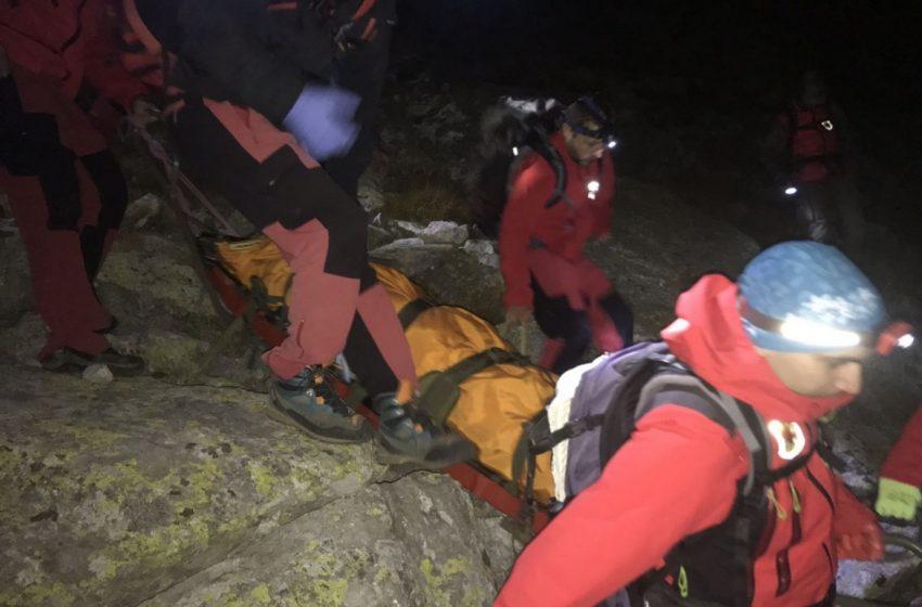 Вятър и мъгла пречат за извеждане на туристи под връх Ботев