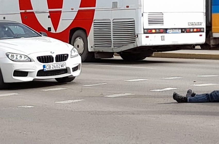 (СНИМКИ) Шофьор на БМВ блъсна пешеходец