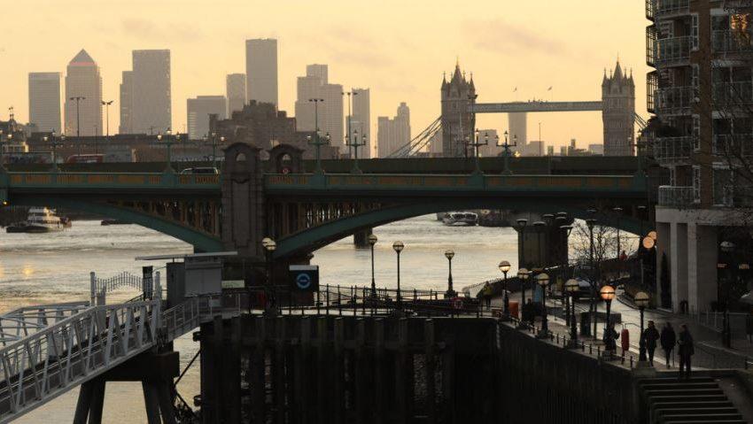 Великобритания разхлабва мерките срещу вируса