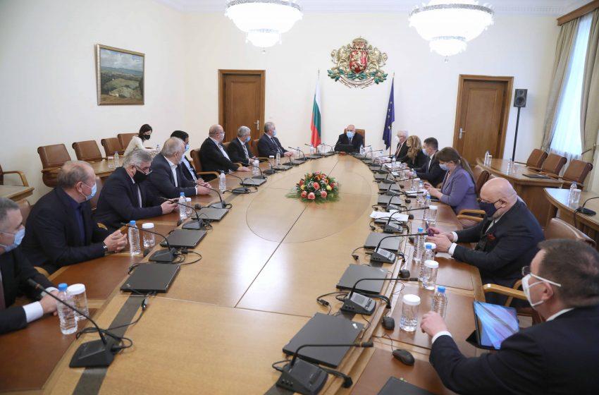 Премиерът Борисов: Отпуснатите от правителството средства отиват пряко при хората и за общини, чиито кметове са от целия политически спектър
