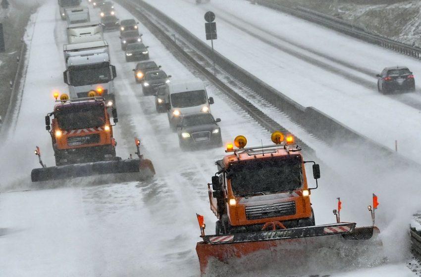 501 машини са почиствали пътищата през нощта. Ето каква е пътната обстановка в страната