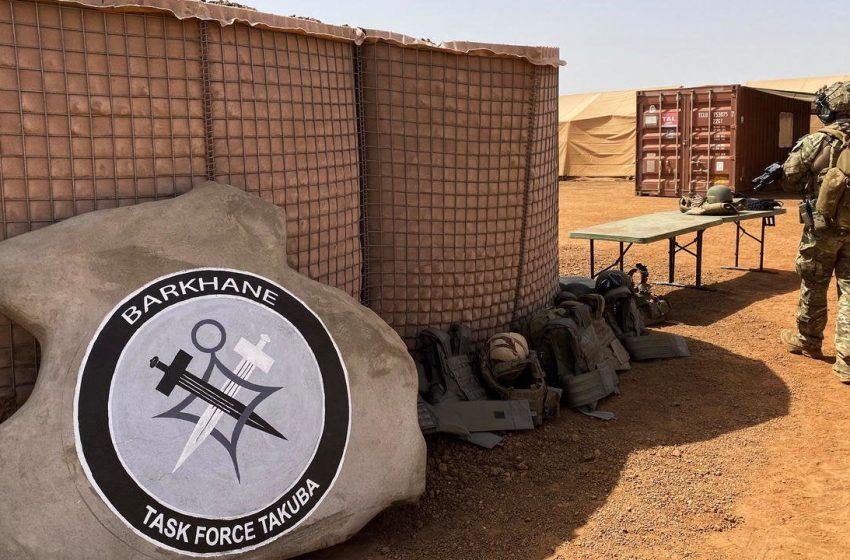 Десетки войници, убити при нападение на военната база в северната част на Мали