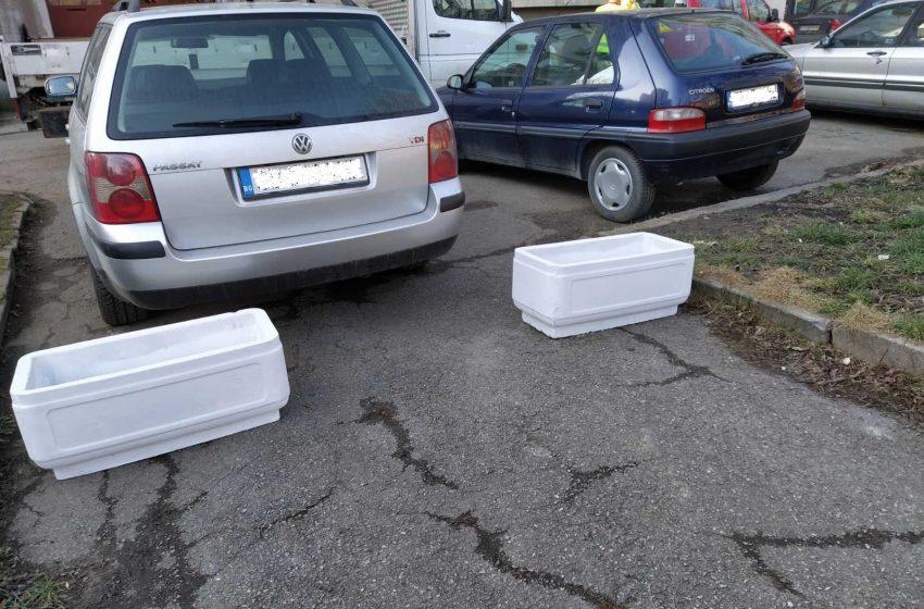 В Красна поляна ще спират нерегламентираното паркиране в градинките с бетони кашпи и пейки