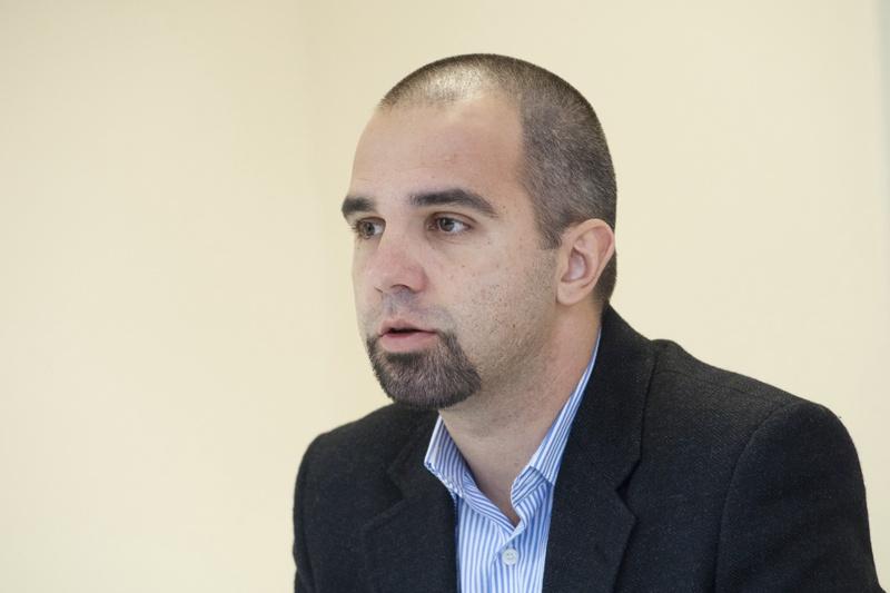 Първан Симеонов: Политическата ситуация вече трудно се различава от здравната
