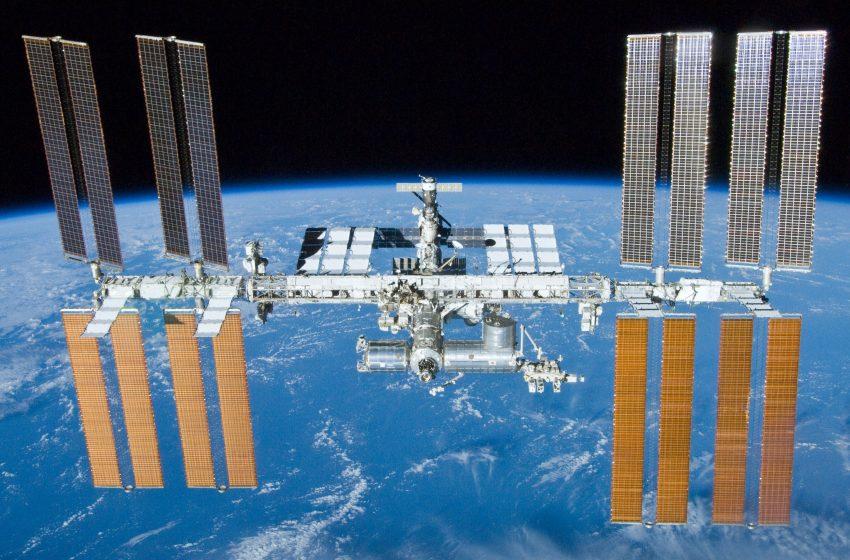 Трима членове на екипажа на Международната космическа станция се върнаха на Земята