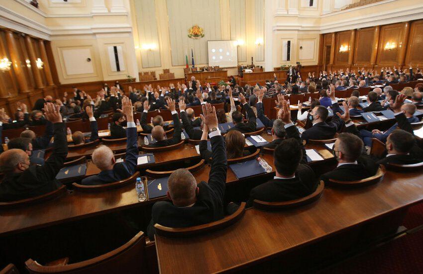 Парламентът наложи мoраториум на определени действия на държавните органи