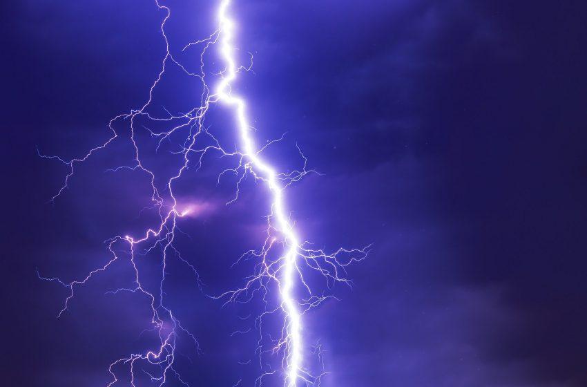 Жълт код за значителни валежи, гръмотевици и силен вятър в половин България