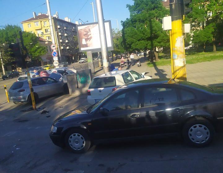 (СНИМКИ) Катастрофа затвори два столични булеварда