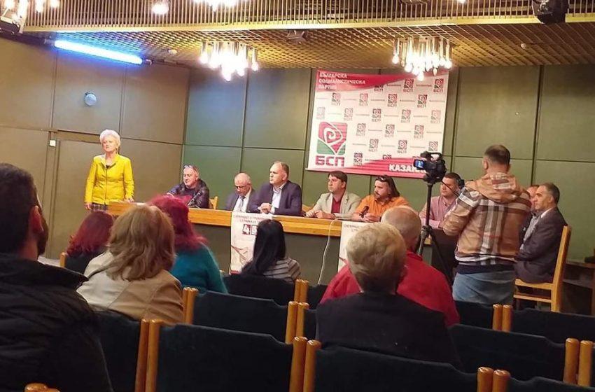 Кадиев се срещна с 19 избирателя в Казанлък в зала за 200