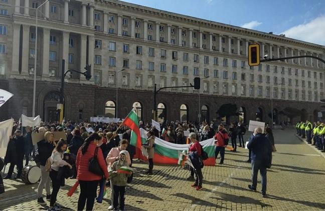(СНИМКИ)Бизнес организации протестират срещу скъпия ток